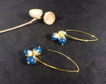 Big earrings chic, cluster of marine blue beads, and gold metal.