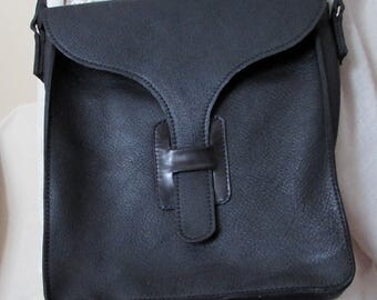 Cross body black leather bag with leather buckle