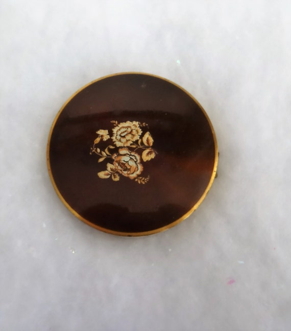 Beautiful Vintage Compact Made in Great Britain. Never Used. Has Hobe on Powder Puff?