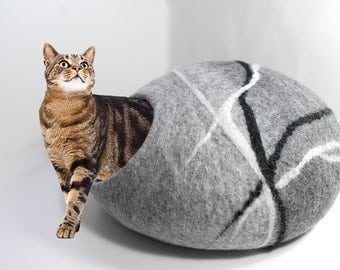 Felted Wool cat cave in grey and darker grey, pebble design, 100% natural eco friendly pet house, wool felted cat cocoon, cat bed house