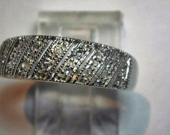 Ring 9 Ct white gold set with 18 x 0.005 diamonds.