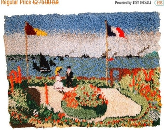 ON SALE 20% Off 2' X 2.9' ( 61cm X 88cm) hand made vintage American hooked rug 1980