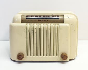 Vintage 1947 Aviation Bakelite Ivory Bendix Radio Model 526MB
