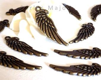 Lot de 4 pendentifs / breloques forme aile décorées couleur bronze antique