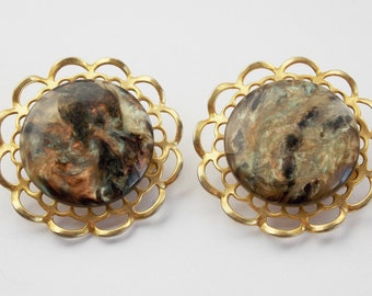Vintage earrings, marbled earrings, gold round earrings scalopped edge marble and gold clip on earrings Mad men earrings costume jewelry J20