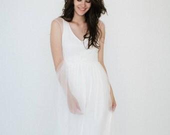 Simple wedding dress /  White daisy