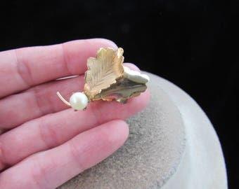 Vintage Goldtone Leaves Faux Pearl Pin