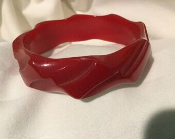 Vintage Cherry RED BAKELITE BANGLE Sculptural Design 1940s