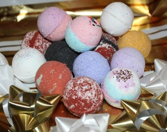 4 Assorted Mini 1.5oz Bath Bombs, Holiday Bath Fizzy, Winter,  Christmas Gift