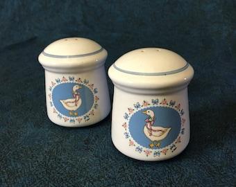 Vintage Treasure Craft Ribbon Geese Salt and Pepper Shakers