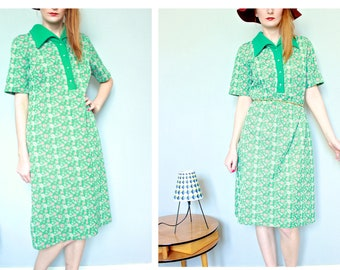 French vintage 1960s mod polo dress, bright green and flower pattern shirt collar shift day dress short sleeve size Large, Paris France