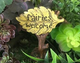 "Miniature ""Fairies Welcome"" Leaf Sign"