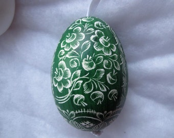 easter egg real goose egg adorned with traditional scratch technique green