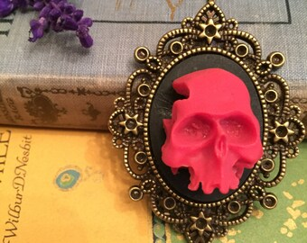 amazing 3-D resin skull pendant necklace, gift for her