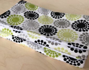 Burp cloth with flannel lining. Cotton and minky burp cloth. Gender neutral burp rag. Baby shower gift.