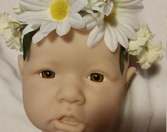Pretty handmade daisy headband