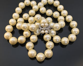Beautiful Vintage Faux Pearl Necklace w/ Fancy Clasp