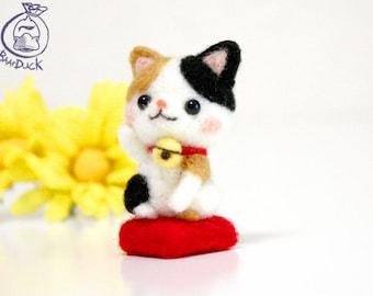Cat beginner DIY felting Kit, Wool Felt Needle Craft, handmade animal, feltingwork novice cute gift new white felted art handcraft set