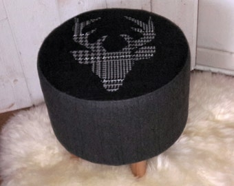 Small pouf wool gray head of deer
