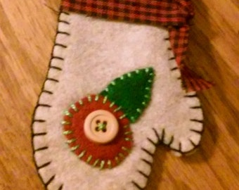 Christmas mitten in ivory
