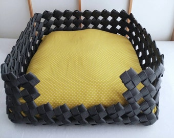 Pet bed, dog bed, cat bed, pet house, dog house, cat house, gift, black, yellow, Japanese, eco friendly,