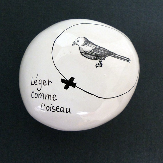 Ceramic pebble hand-painted - Light bird / Collection