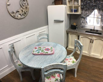 Miniature Shabby Chic Table with Chairs