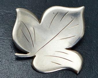 Vintage ULRICH 925S Sterling Silver Danish Modernist IVY LEAF Brooch - Denmark
