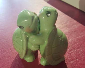 Kitch 1950s/60s Turtle salt and pepper pots