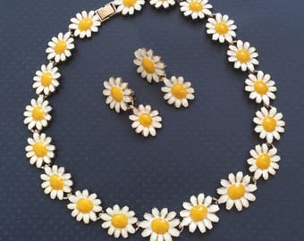 Vintage Daises Necklace & Clip On earrings set .