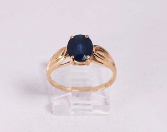 14K Yellow Gold Sapphire Ring , 2.2 grams, size 7.75
