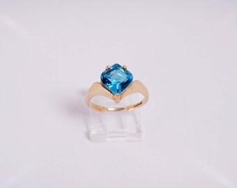 14K Yellow Gold Blue Topaz Ring, 3.6 grams, size 7