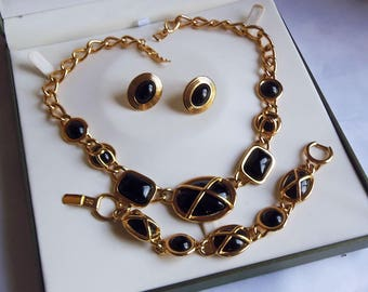 """Black Cabochon Necklace, Bracelet and Clip On Earrings Signed """"Napier"""" (2845)"""