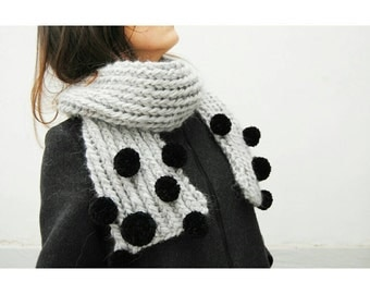 Woolen sweater scarf with pom pom, grey scarf in alpaca LanandoLAB