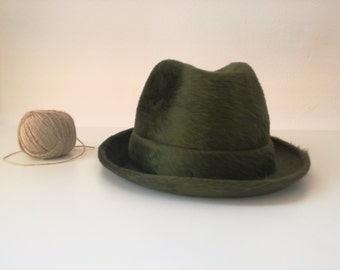 Gift for artists. Bantam Hat. Cappellificio Cervo. 1970s. Green. 58 cm. Antique hat. Oneof a kind