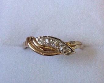 Vintage Art Deco style 9ct Gold twist band ring set with Diamonds. Size O UK size.