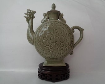 Chinese wine vase in shape of a Rooster