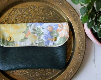 Cover flowers recycling / bottle green leather wallet / pouch vintage / vegan