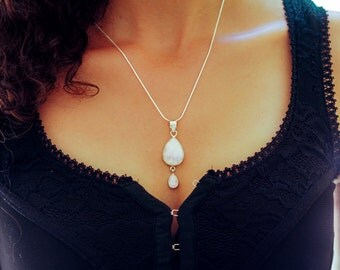 Moonstone Necklace // Moonstone Pendant Necklace // Sterling Silver Moonstone Necklace  // Sterling Silver Necklace with White Moonstones