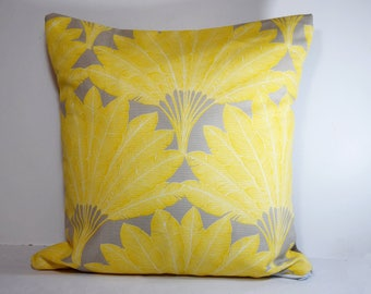 Cushion range 40 x 40 cm exotic / tropical yellow and taupe