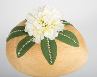 1960's Leslie James Straw hat with white flower
