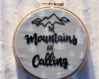 """Embroidery hoop art wall decoration """"the mountains are calling"""""""