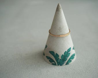 Tropical concrete ring cone, Jungle print, Banana leaves, Ring stand, Jewelry holder, Concrete room decor