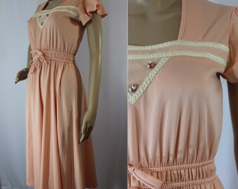 Early 70s peach long dress with keyhole back and tie at the nape modern size