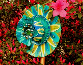Glass Garden Flower! Sparkle & Blue add's a touch Brilliant Color to any Garden. Glass Garden Art, Sun Catcher.