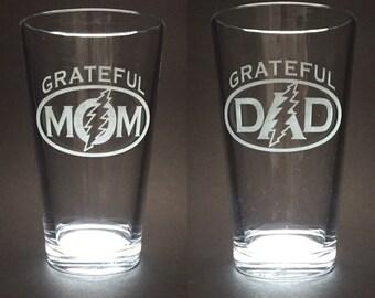 Set of 2 Grateful Dad and Grateful Mom Etched Pint Glasses - Grateful Dead