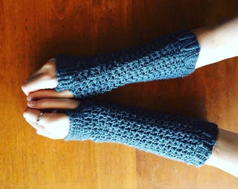 Geillis Crochet Fingerless Gloves - Pattern