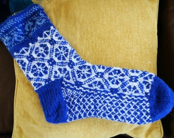 Snazzy in Blue patterned ankle socks