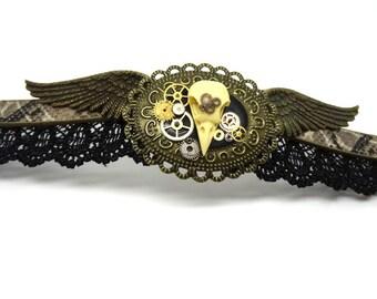 the brim of neck crane Raven steampunk / goth taxidermy