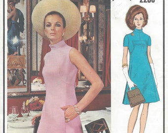 1969 Vintage VOGUE Sewing Pattern B31 1/2 DRESS (1058) By Molyneux